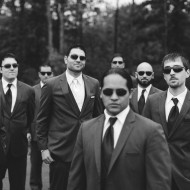 Cool wedding photo of groomsmen