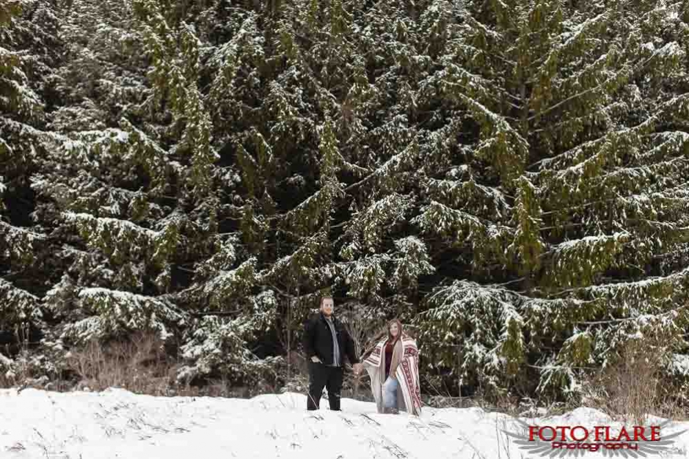 Winter engagement pictures in Hamilton