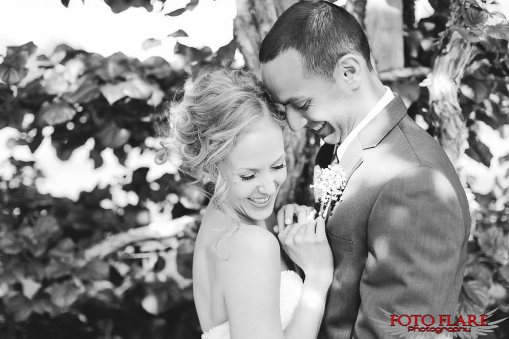 Gorgeous B&W wedding photo